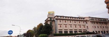Macabra scoperta nel Casertano, cadavere in garage dietro l'hotel