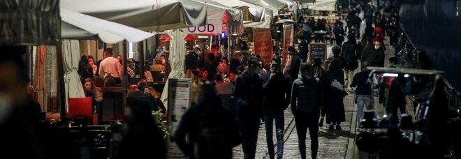 Coprifuoco in Lombardia, Pregliasco: «Situazione esplosiva, chiusure necessarie»