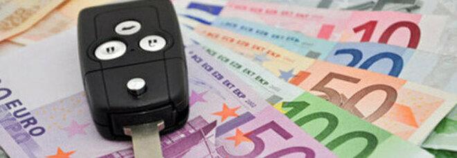 Superbollo e tassa passaporto, stop ai mini tributi: via bolli e licenze