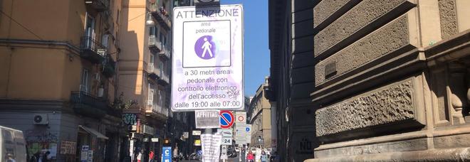 Multe pazze a Napoli, la denuncia dei residenti del centro storico: «Continuano ad arrivare, mercoledì tutti in piazza»