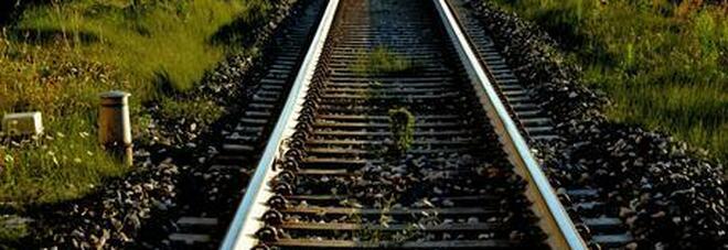 Deraglia treno con operai a bordo sulla Cosenza-Paola: un ferito