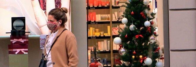 Natale, cenone alle 19 (ma soltanto dopo il tampone)