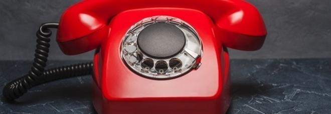 Addio al vecchio telefono di casa, la Francia smantella la rete dei numeri fissi