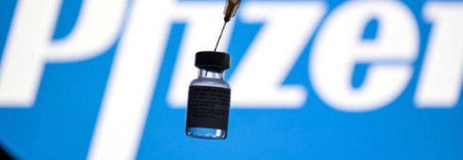 Pfizer, Francia blocca l'intesa con l'Ue per l'acquisto di 1,8 miliardi di dosi: ecco cosa è successo