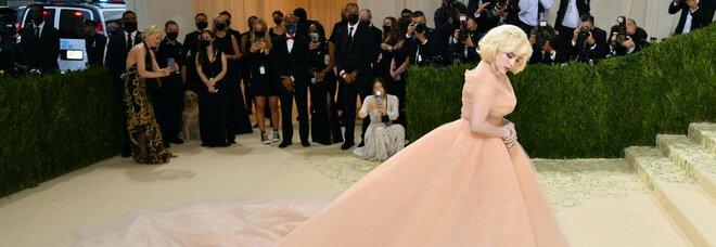 Met Gala 2021, Billie Eilish come Marilyn Monroe: l'abito è la copia di un vestito del 1951