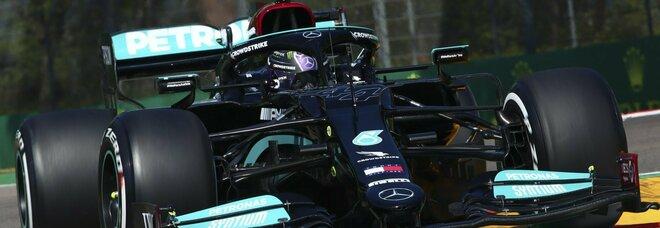 Formula 1, Hamilton supera Perez ed è in pole position: 3° Verstappen e Leclerc 4°