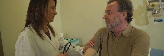 Tumore ai polmoni, racconto choc di un regista: «Non mi avevano dato speranze, a Milano mi hanno salvato»