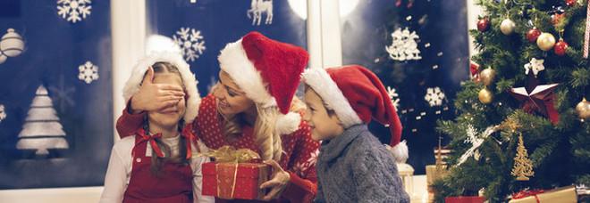 Bimbo di 9 anni non riceve i regali chiesti, chiama la polizia e denuncia Babbo Natale
