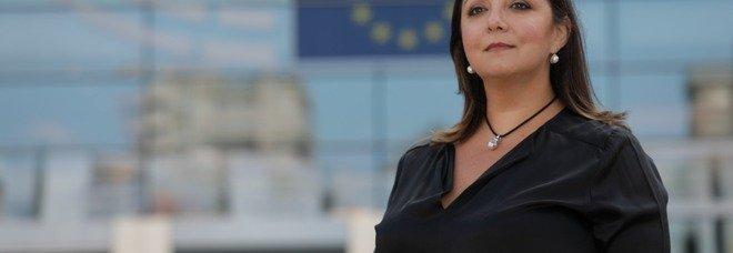 Cultura, l'appello dell'eurodeputata Adinolfi: «Motiviamo i giovani alla lettura, troppo distratti da pc e social»