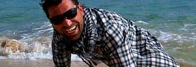 Terribile schianto in auto a Tenerife: Alberto muore a 42 anni, aveva due bimbe piccole