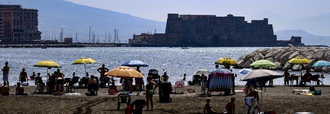 Napoli, il divieto di balneazione resta in vigore almeno per altre 24 ore