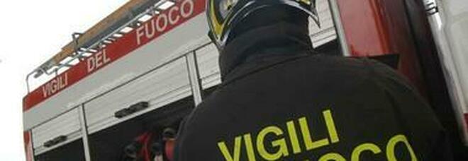 Incendio lambisce villaggio turistico ad Ascea, evacuate diverse case