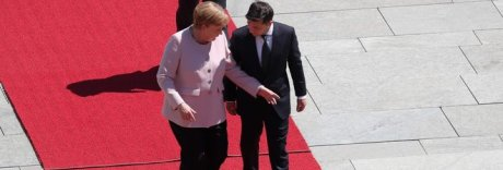 Malore per la Merkel durante summit con il presidente ucraino