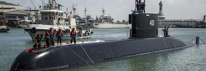 Sottomarino in avaria, 53 marinai in trappola a 700 metri di profondità, la Marina dell'Indonesia: «Non può resistere oltre 500, riserve di ossigeno per 72 ore» Mappa