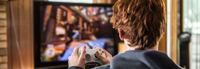 Genitori staccano il wifi perché non si stacca dai videogiochi, lui tenta di avvelenarli con il pesticida