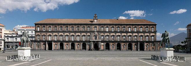 Napoli, il Palazzo Reale riapre con la nuova illuminazione delle sale