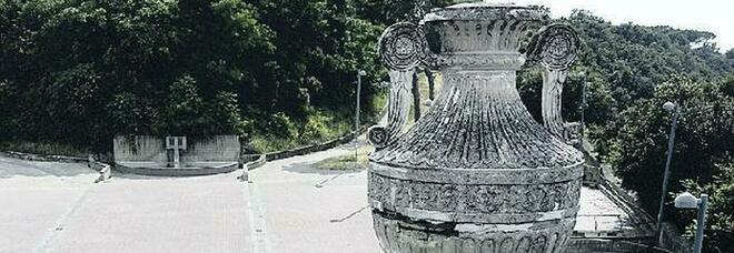 Parco Virgiliano, anfore a rischio crollo: chiuso il varco storico