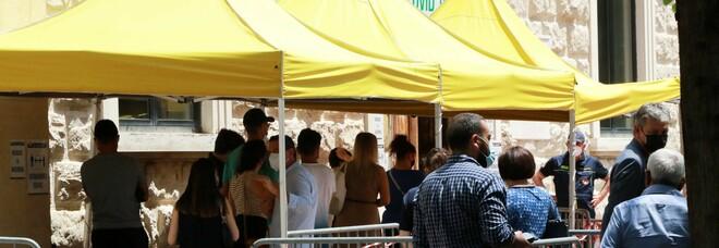 Vaccini a Benevento, corsa allo Pfizer: assalto dei giovani, è boom all'open day