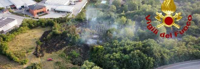 Incendi in Irpinia, trenta interventi dei vigili del fuoco in 24 ore