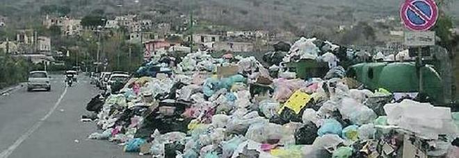 Torre del Greco, i sindacati che tutelano i netturbini in carcere per omicidio