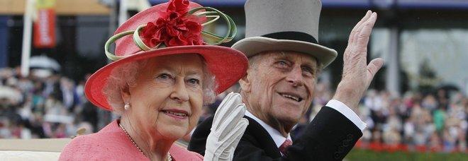 La regina Elisabetta e il principe Filippo festeggiano 72 anni di matrimonio: l'anniversario da record