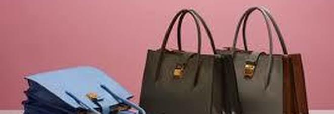 Una donna cerca un designer che le realizzi una borsa con la pelle della sua gamba amputata