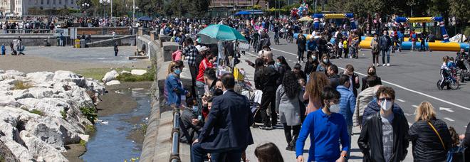 Covid in Campania, oggi 1.382 positivi e 43 morti: l'indice di contagio resta stabile al 7,36%