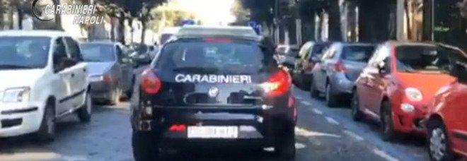 Furto nel supermercato a Fuorigrotta, 43enne spinge il proprietario e scappa: arrestato