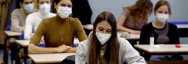 Tso per lo studente di Fano senza mascherina, la protesta: «Provvedimento eccessivo». Si cerca chi può averlo spinto al gesto