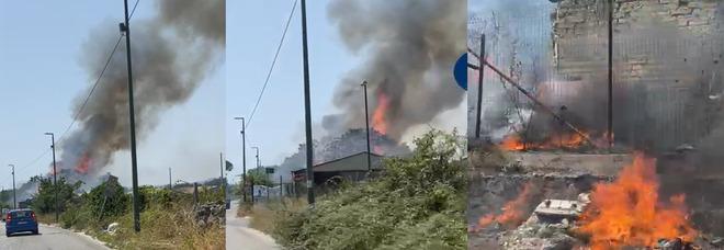 Incendio a Napoli Est, colonna di fumo nero e acre: evacuato asilo nido