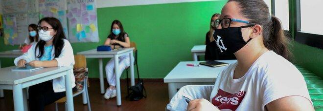 Scuola, senza mascherine in classe se tutti vaccinati. Bianchi: «Non è un colpo di testa, è nel decreto»