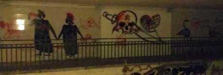 Brutta sorpresa a Pontecagnano,  nel sottopasso spunta una svastica