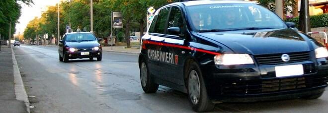Napoli, lite in strada a Pianura: poliziotto fuori servizio blocca un 18enne armato