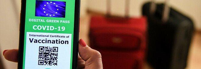 Green pass su App Io e Immuni o in farmacia e dal medico: ecco come ottenerlo. E i primi codici stanno arrivando