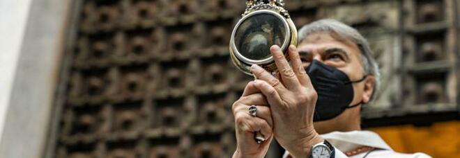 Miracolo San Gennaro a Napoli, sale l'attesa del Duomo: 450 napoletani in chiesa