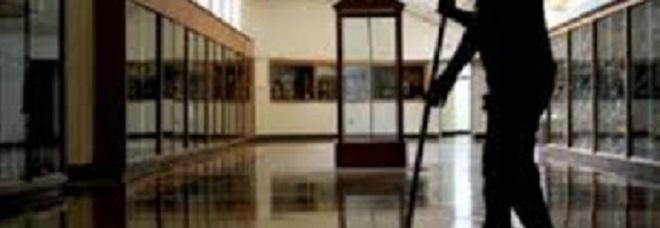 Curricula falsi per fare punteggio 50 bidelli campani nei guai