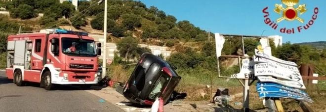 Incidente sulla circonvallazione, auto sbanda e si ribalta: morta 26enne, in codice rosso l'amica
