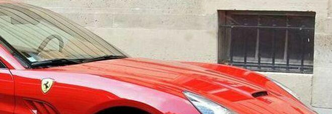 Reddito di cittadinanza, il furbetto che girava in Ferrari scoperto dalla Guardia di Finanza