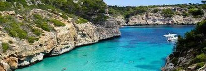 Documenti falsi per andare a Ibiza, fermati 3 napoletani alla stazione