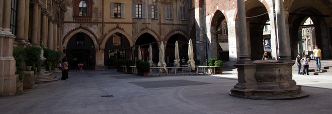 Milano, rissa in piazza tra ragazzi: grave un 18enne colpito con un coltello