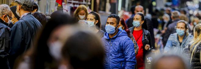 Covid in Campania, 1.312 positivi e 12 morti: 281 contagiati in meno con 2.490 tamponi in meno