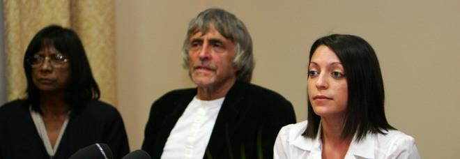 Meredith Kercher, morto il papà in circostanze misteriose: «Trovato per terra vicino casa»
