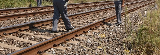 Trentenne incinta tenta il suicidio sui binari ferroviari: salvata da Polfer