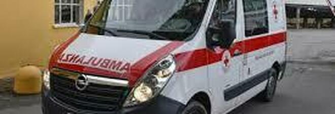 Reggio Emilia, l'auto sbanda e cade dentro a un fosso: 23enne muore il giorno di Natale