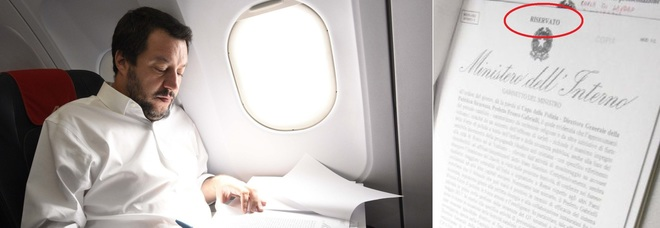 Salvini in aereo, le foto del documento «riservato» diventano un caso