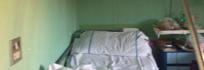 «Io, cento giorni in un ospedale di Napoli per una diagnosi: risonanze guaste e un bagno per 20 persone»