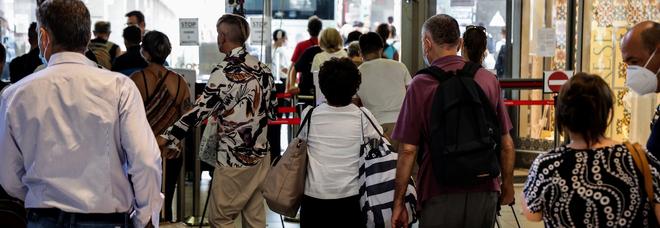 Covid in Campania, oggi 301 casi e quattro morti: scende ancora l'indice di contagio