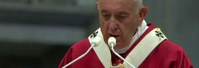 Il Papa ai credenti: non basta avere un rosario in mano, bisogna imparare ad adorare Dio e non il proprio Io