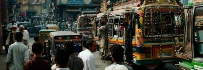 Orrore in Pakistan, bambina cristiana di 10 anni violentata in strada e colpita alla testa con una pietra