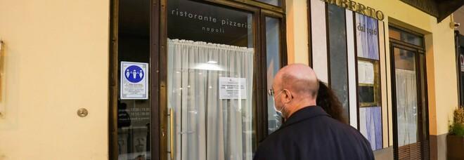 Covid, ristoranti aperti solo all'esterno. Ira locali storici a Napoli: «Noi discriminati»